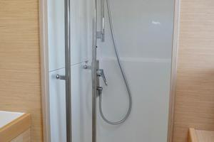 40' Lagoon 400 S2 2018 Large Separate Shower