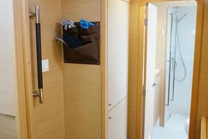 40' Lagoon 400 S2 2018 Entrance into Owners' Ensuite Head