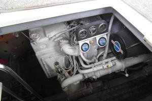 50' Sea Ray 500 Sundancer 1993 1993 Sea Ray 500 Starboard Engine
