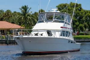 54' Hatteras Convertible 1995 Port Bow Profile