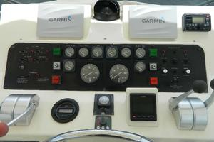 60' Hatteras Motor Yacht 1989 Upper Helm Gauges