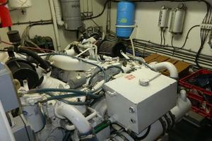 60' Hatteras Motor Yacht 1989 Engine Room