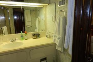60' Hatteras Motor Yacht 1989 Master Vanity
