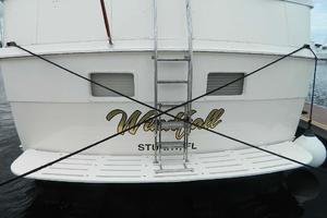 60' Hatteras Motor Yacht 1989 Stern