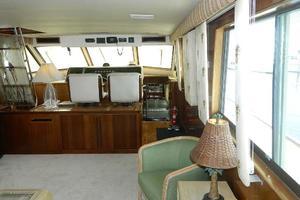 60' Hatteras Motor Yacht 1989 Salon Fwd