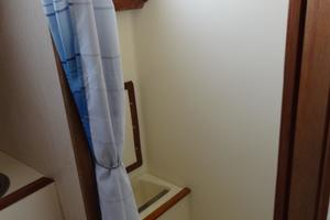 42' Pearson 424 1981 Separate shower space