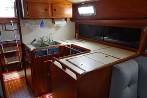 42' Pearson 424 1981 Nice Galley space