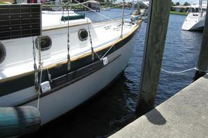 24' Pacific Seacraft Dana 24 1988 Starboard side