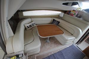 38' Regal 3880 Sedan 2003 Salon Dinette