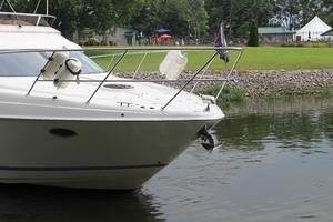38' Regal 3880 Sedan 2003 Bow