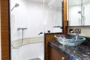 70' Ocean Alexander Evolution 2017 Master head and shower