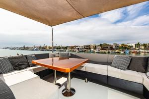 70' Ocean Alexander Evolution 2017 Upper deck seating