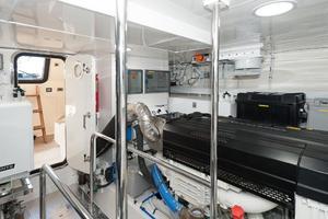 70' Ocean Alexander Evolution 2017 Engineroom - Anti vibration supports