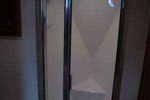 45' Gillikin Custom Carolina 45 Express 2009 Shower