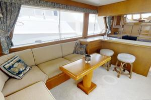 55' Offshore Yachts Pilothouse 1995 Salon