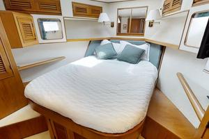 55' Offshore Yachts Pilothouse 1995 VIP cabin