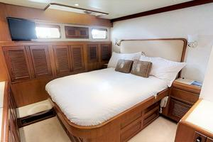 55' Offshore Yachts Pilothouse 1995 Master cabin