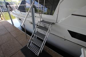 40' Carver 405 Aft Cabin 1998 Tide Ride Ladder