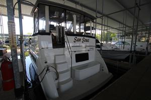 40' Carver 405 Aft Cabin 1998 Stern View