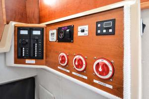 28' Cutwater C-28 2018 Electrical Panel and Controls