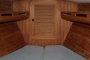 42' Ta Shing Tatoosh 1980 Forward cabin
