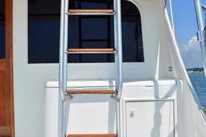 47' Buddy Davis 47 Sportfish 1988 Flybridge Ladder