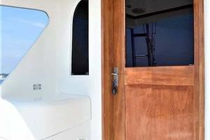 47' Buddy Davis 47 Sportfish 1988 Salon Door