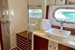 54' Riviera Belize 54 Daybridge 2015 Riviera Belize 54 Daybridge Master Head