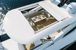 95' Sunseeker 95 Yacht 2017 Huge sundeck dining table