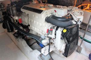 50' Cruisers Yachts 5000 Sedan 2000 Starboard Engine