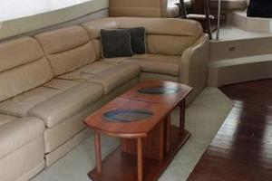 50' Cruisers Yachts 5000 Sedan 2000 Salon Settee