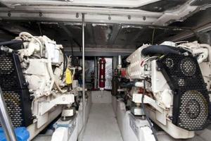 50' Cruisers Yachts 5000 Sedan 2000 Engine Room