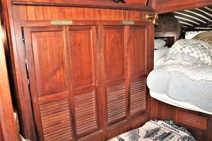 54' Ta Chiao Ct 1982 Hanging lockers master suite