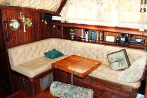 54' Ta Chiao Ct 1982 Salon starboard