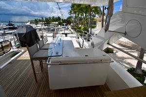 88' Sunseeker 88 Yacht 2012 Flybridge L-Shaped Bar