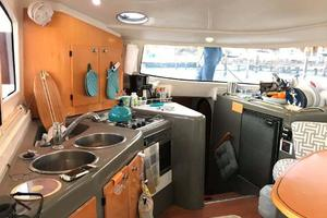 40' Fountaine Pajot LAVEZZI 2006 Galley