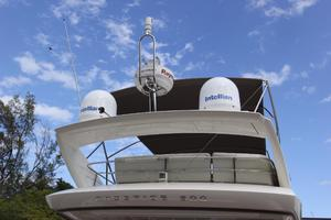 50' Prestige 500 Flybridge 2014 Arch Mounted Antennas