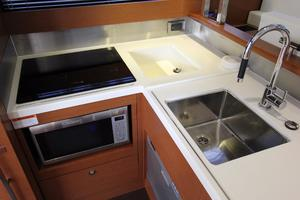 50' Prestige 500 Flybridge 2014 Cooktop / Sink / Microwave