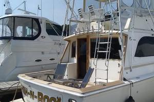 37' Egg Harbor 37 Convertible 1985 At the dock