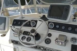 37' Egg Harbor 37 Convertible 1985 Helm station