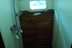 57' Trumpy CPMY 1960 Guest Shower